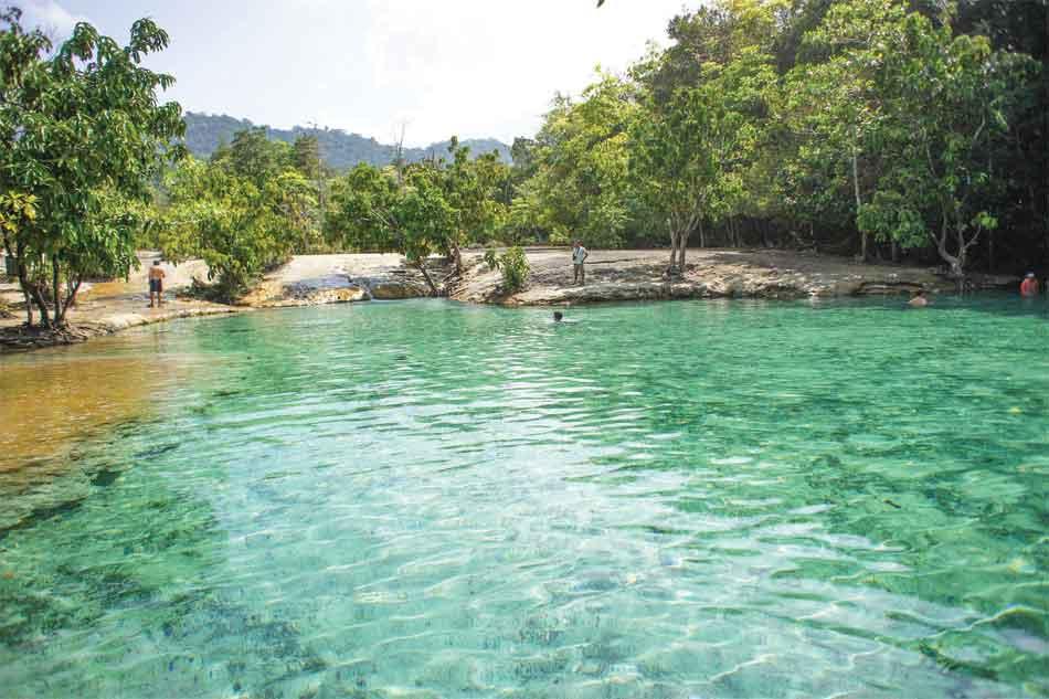 Emerald-pool-one
